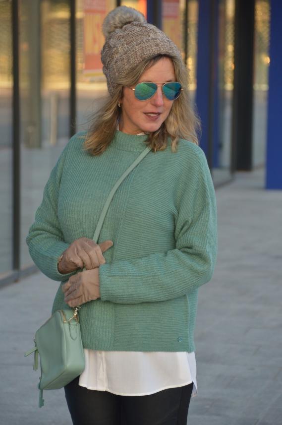 Naomi Campbell Lederhose