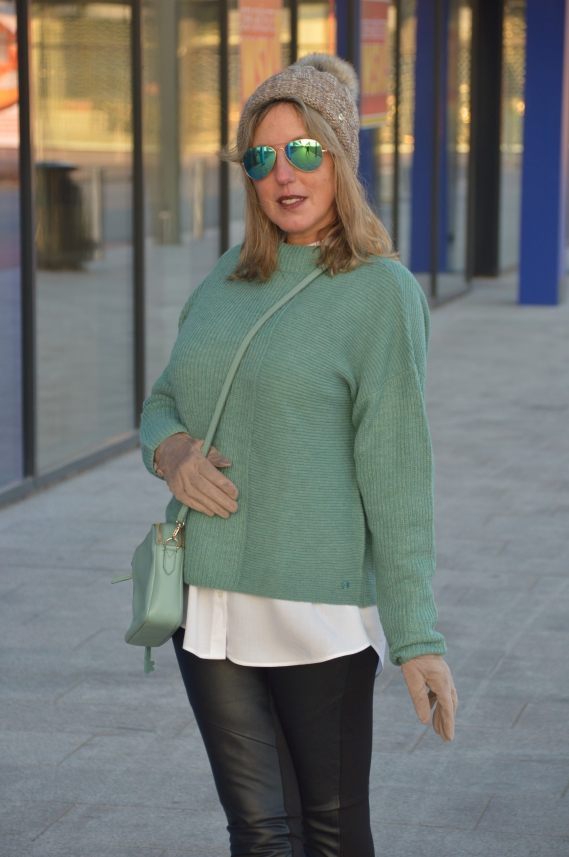 Naomi Campbell Lederhose Outfit
