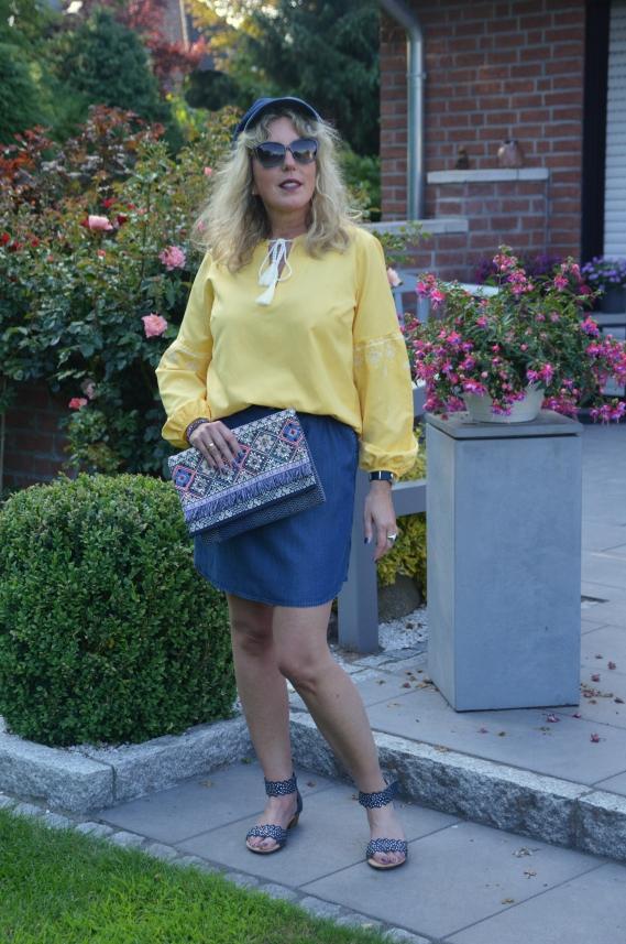 more photos ffec4 313c1 Gelbe Bluse mit dunkelblauem Jeansrock kombiniert - Ari Sunshine