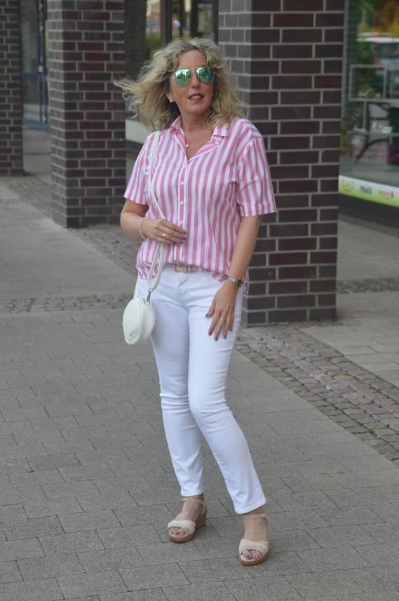 Outfit in Rosa und Weiß