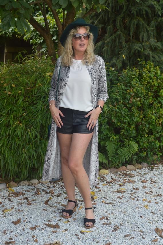 Blsuenkleid über Hose tragen