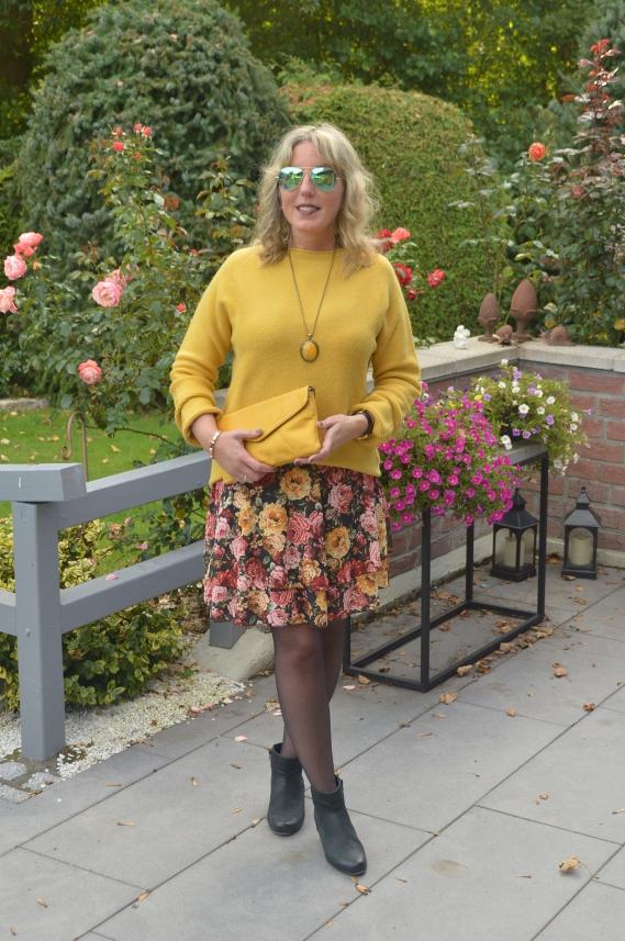 Herbst-Trendfarbe Senfgelb mit Ü40
