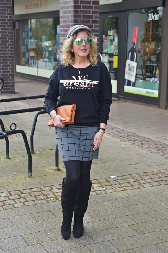 Schwarzes Sweatshirt mit Pailletten
