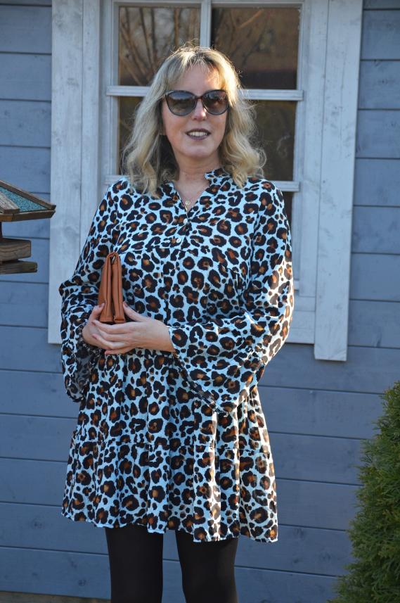 Das Tunika-Kleid findet Ihr im Zwillingsherz Onlineshop