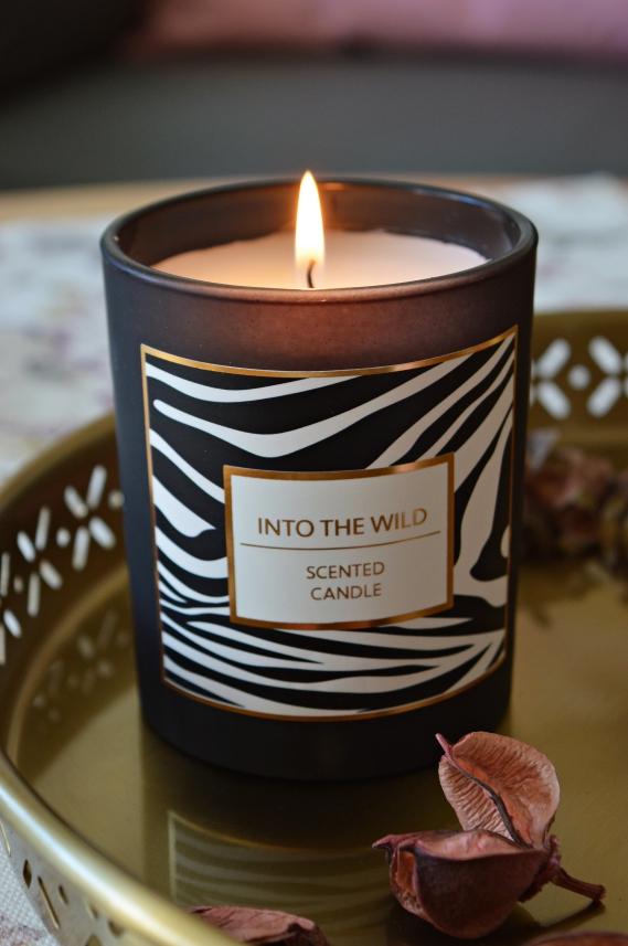 Zum anderen sorgen das Kerzenlicht und der angenehme Duft für romantisches Flair