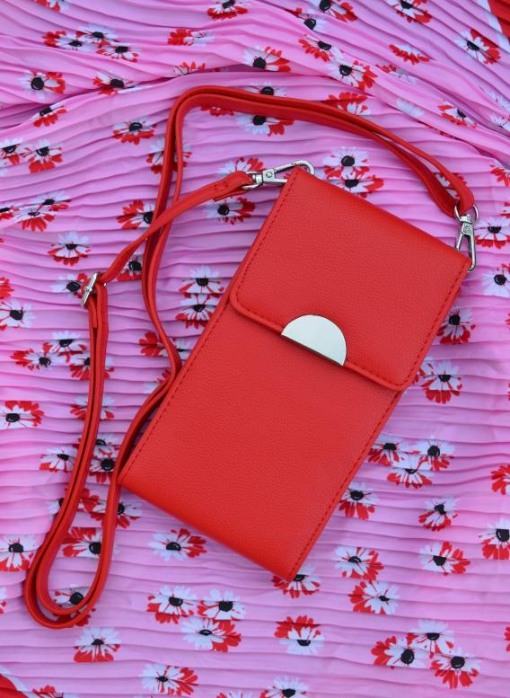 Diese rote Mini-Umhängetasche von Tchibo ist chic und praktisch zugleich