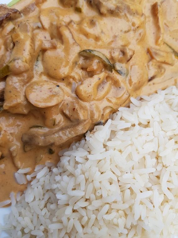 """Gericht Geschnetzeltes vom Angusrind """"Stroganoff"""" mit Reis"""