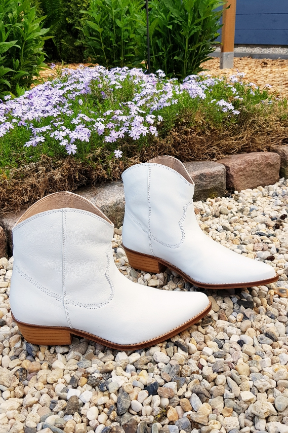 Weiße Stiefel oder Stiefeletten? Wie habe ich mich wohl entschieden?