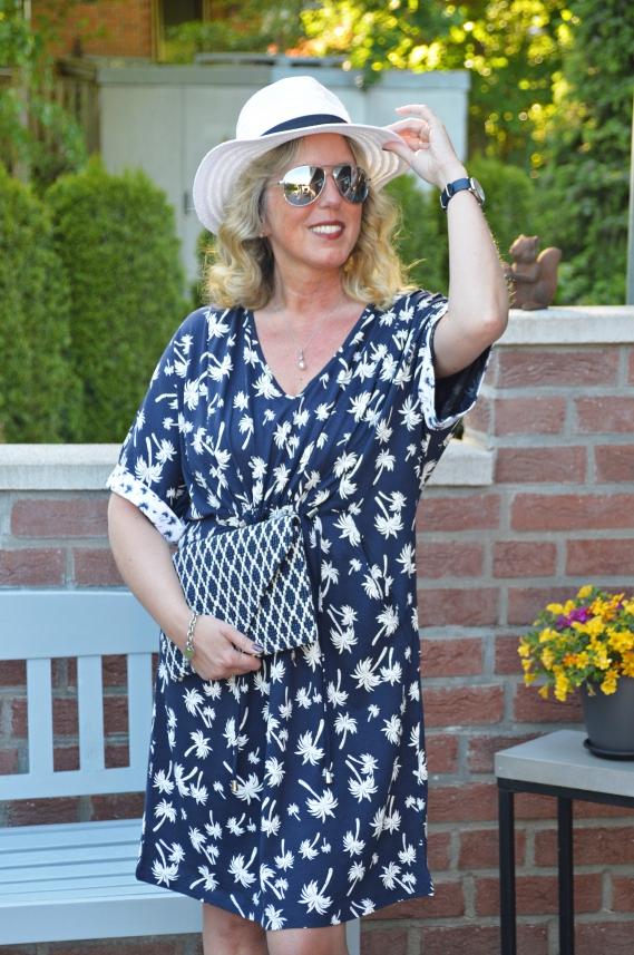 Das bequeme Jerseykleid mit sommerlichen Print stammt aus der aktuellen Tchibo Kollektion