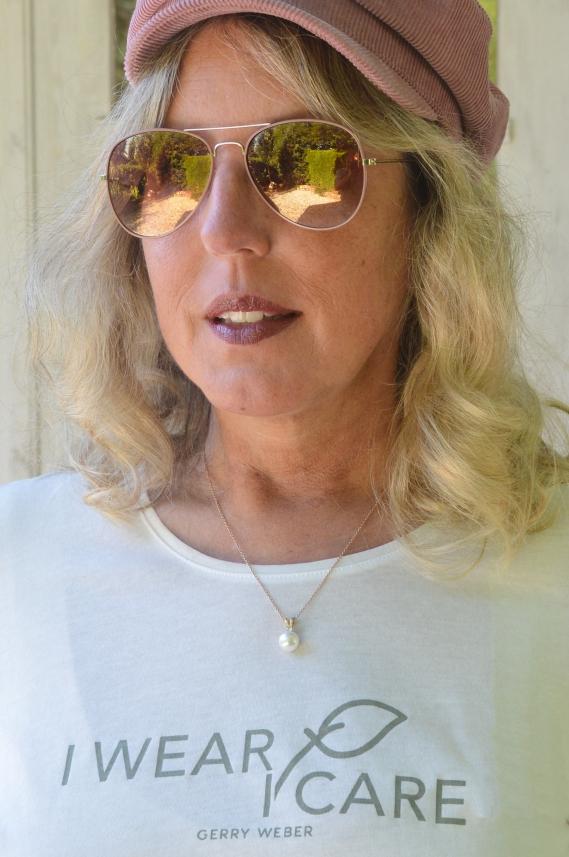 Das sommerliche Shirt stammt aus der aktuellen nachhaltigen I WEAR. I CARE.-Kollektion von Gerry Weber
