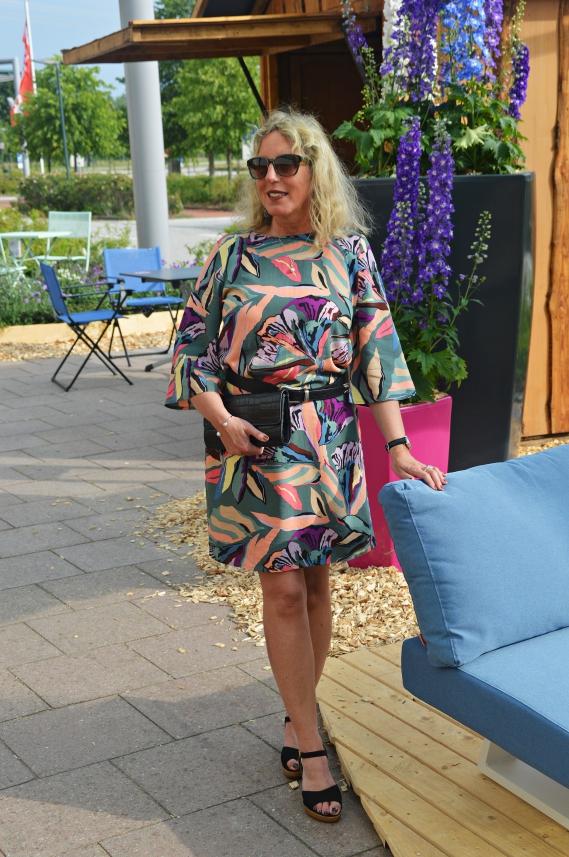 Als ich das sommerliche Kleid mit dem floralen Muster im Street One Onlineshop entdeckte, war ich gleich hin und weg