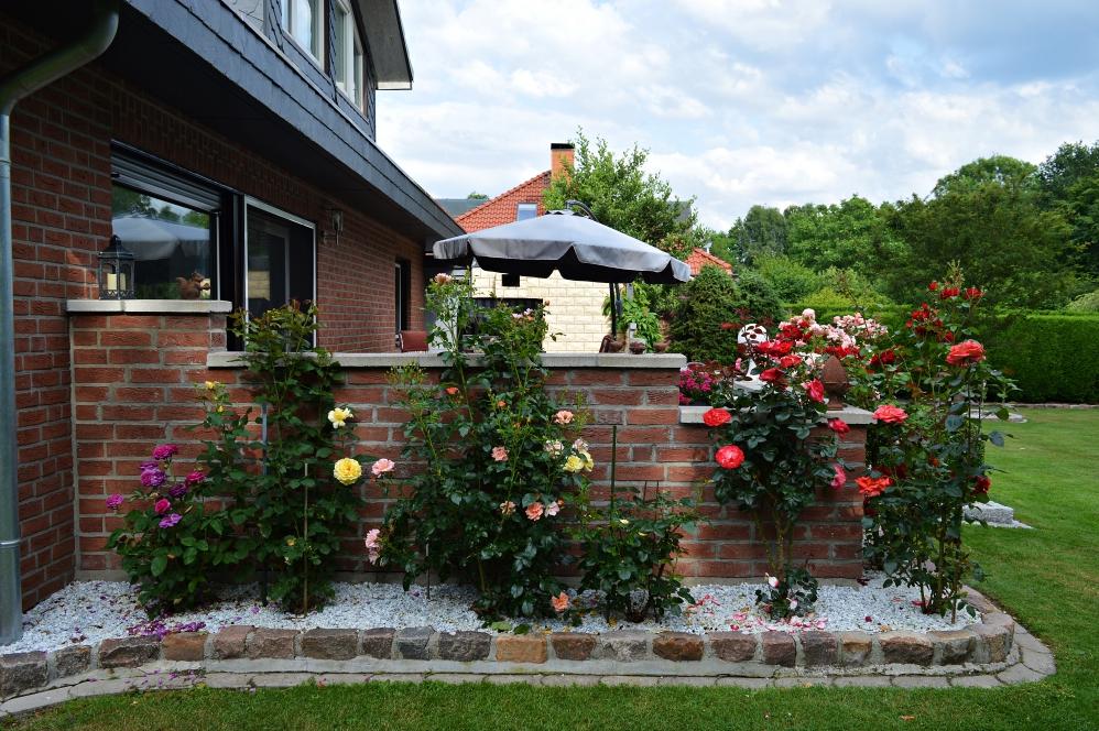 4 Bigbags vollgefüllt mit Steinen warteten darauf, im Vorgarten und im hinteren Bereich unseres Grundstückes verteilt zu werden