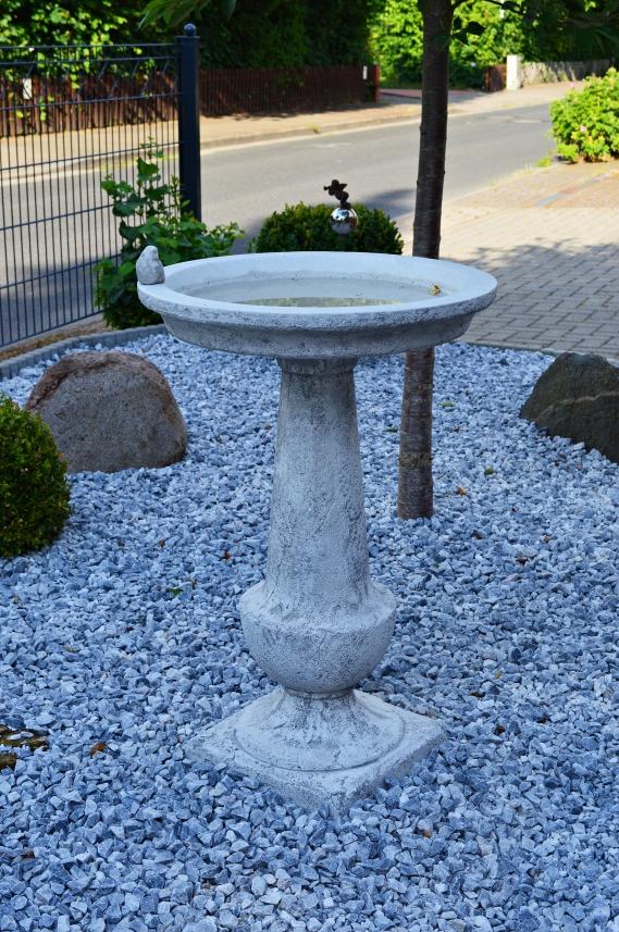 Vorgarten und hinteren Bereich mit Steinen dekoriert