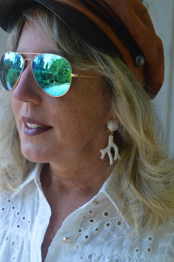 Zu dem Sommerkleid waren meine neuen weißen Ohrclips von INAstyle geradezu ein Muss.