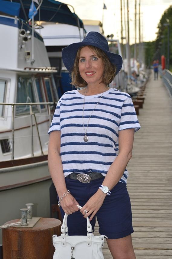 Bei dem Thema Maritim Ahoi dachte ich sofort an maritime Mode, die ich als klassisch und zeitlos bezeichnen würde