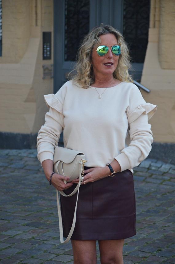 Herbstlicher Look von ORSAY in Violett und Beige