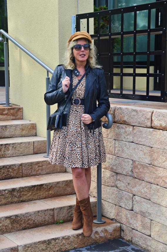 Ü40 Fashion Looks mit Lederjacke und Kleid