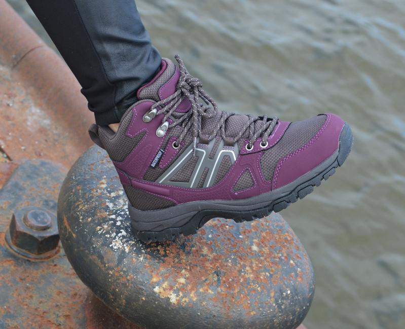 Die Schuhe sind sehr bequem und sie geben den Füßen durch den knöchelhohen Schnitt einen prima Halt