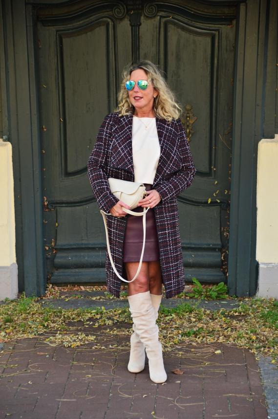 Auch in Violett präsentierte ich Euch in der letzten Woche einen herbstlichen Look mit meinem neuen Mantel und Lederimitat-Rock.