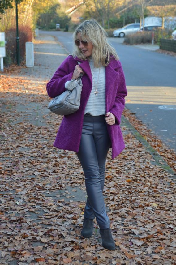 Violett ist ebenfalls eine tolle intensive Farbe, die sich mit vielen anderen Farben perfekt kombinieren lässt.