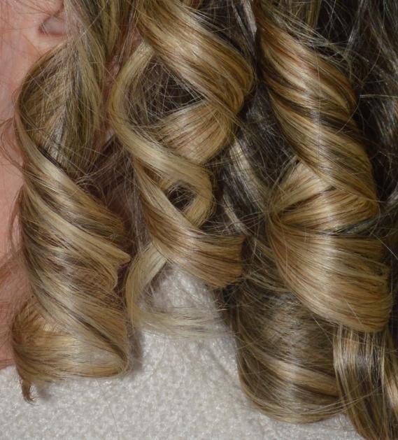 Im Handumdrehen gelocktes Haar mit dem Lockenstyler