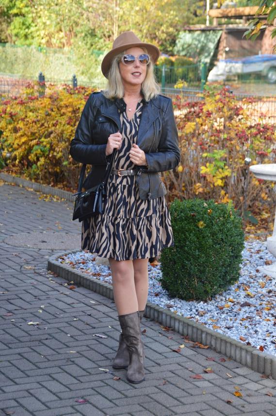 Das hellbraun-schwarze Zebramuster passt so wunderbar zum Herbst