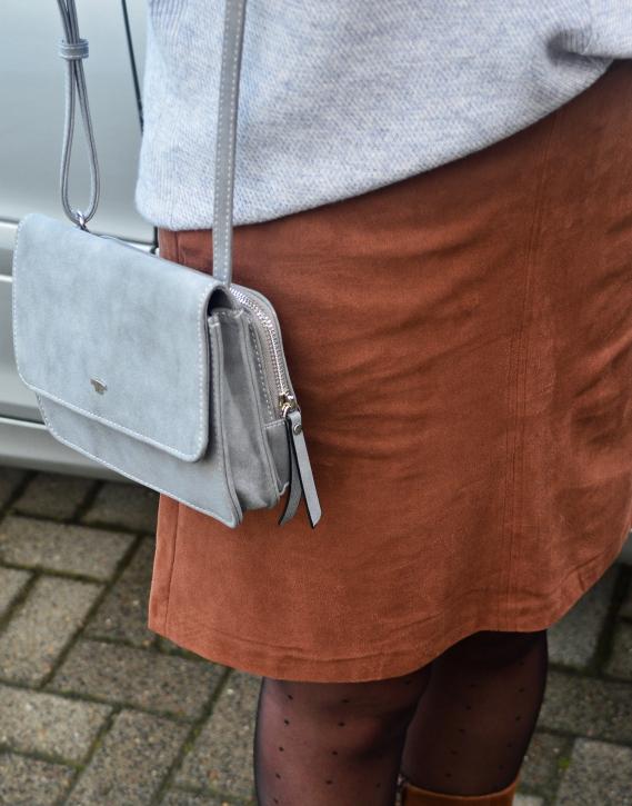 Ich trage Röcke in Veloursleder-Optik besonders gerne im Herbst und Winter.