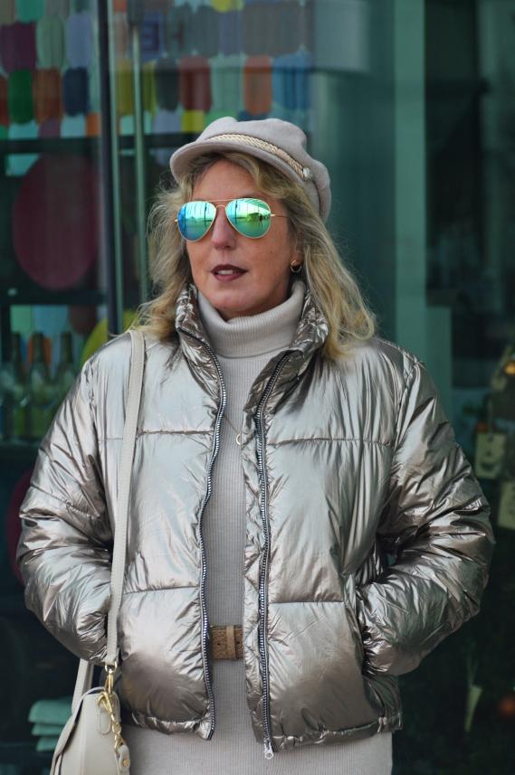 Ist eine goldene Jacke mit Ü50 kitschig?