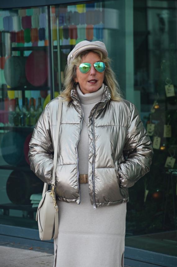 goldene Jacke mit Ü50 tragen
