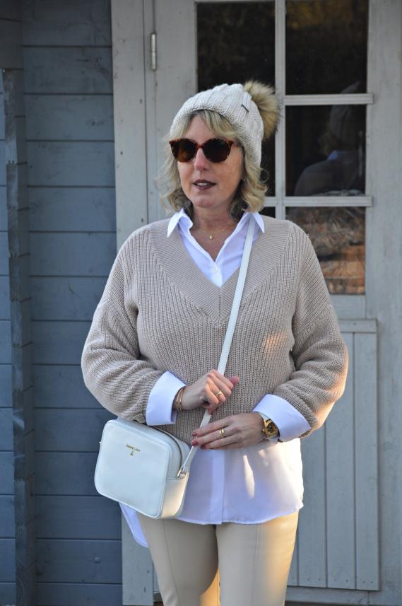Layering Look - Kurzen Pullover mit Longbluse kombiniert
