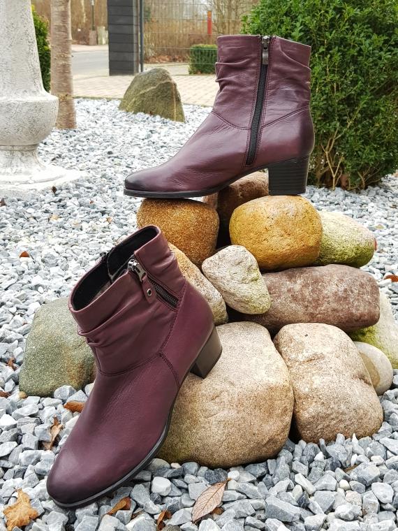 Bei dem Onlineshop Schuhe24.de werden die Schuhe von über 820 Fachgeschäften von lokalen Schuhhändlern angeboten