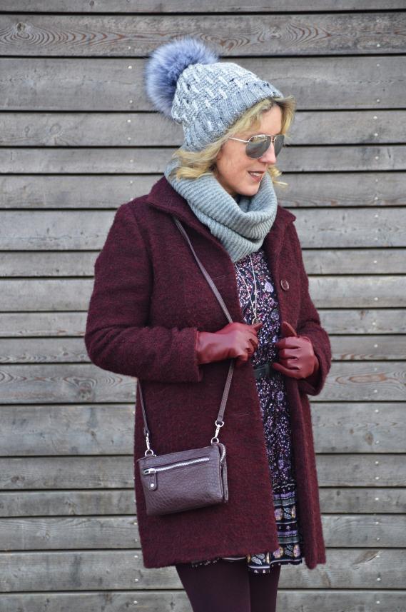 Meine Strumpfhose aus der limitiertenNUR DIE Shopping Queen Strumpfhosen Edition passt farblich sowohl zum Kleid als auch zu den Stiefeletten