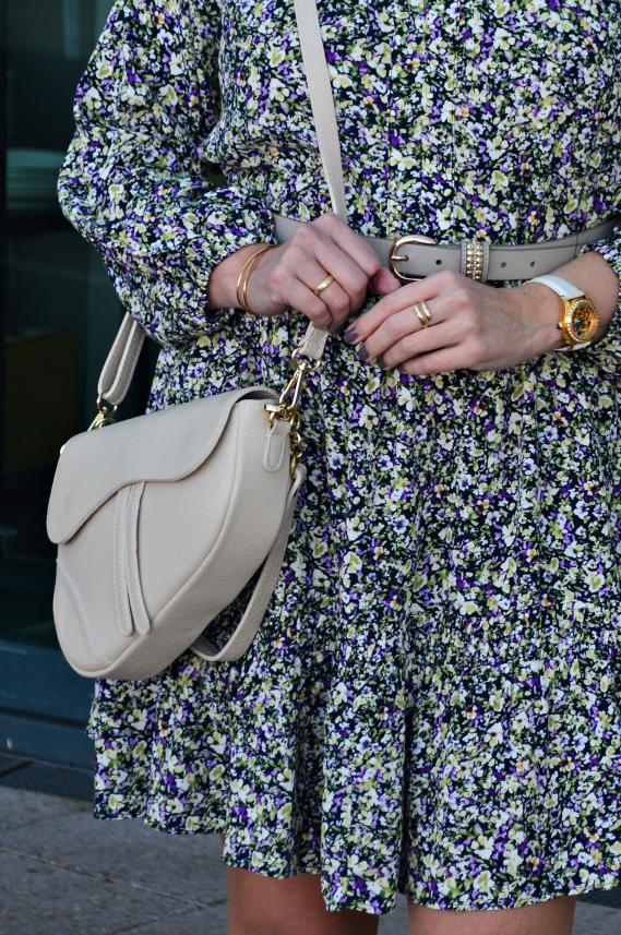Mein neues Kleid mit Volant saht Ihr bereits in Kombi mit der beigen Strickjacke von Zwillingsherz.
