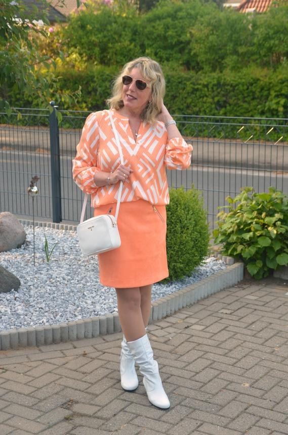 Farbenfrohes Outfit bei Street One geschnäppt