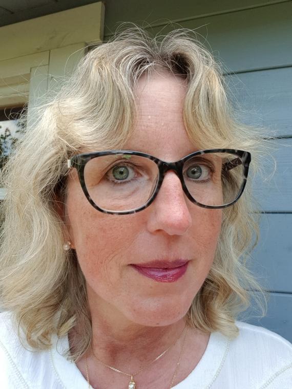 Günstige und hochwertige Gleitsichtbrillen beim Optiker eyes + more