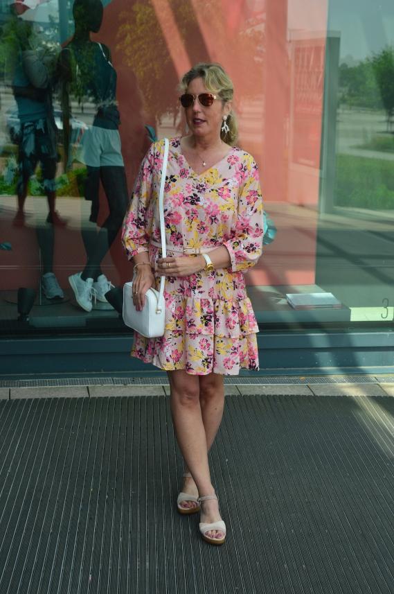 Mein Sommerkleid mit dem Blumenmuster erstand ich kürzlich bei Vero Moda im Sale