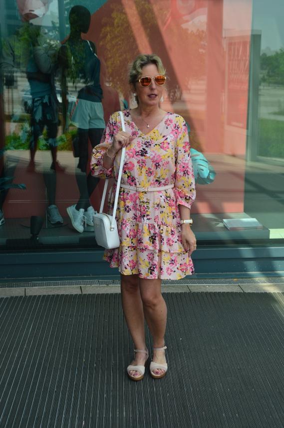Shopping Queen Blumenmädchen - Zeige einen angesagten Sommerlook im floralen Design