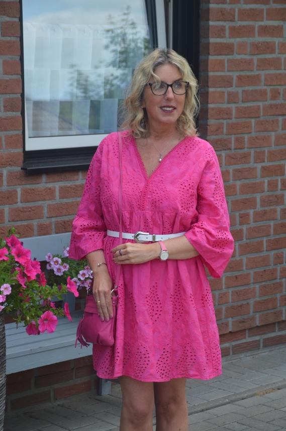 Sommerkleid mit Lochstickerei