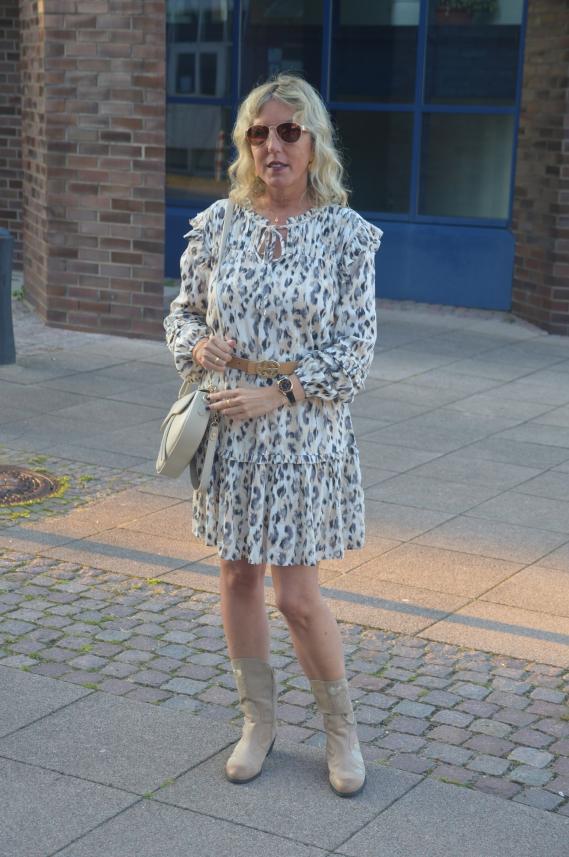 Schnäppchen bei C&A - Leo-Kleid mit Rüschen