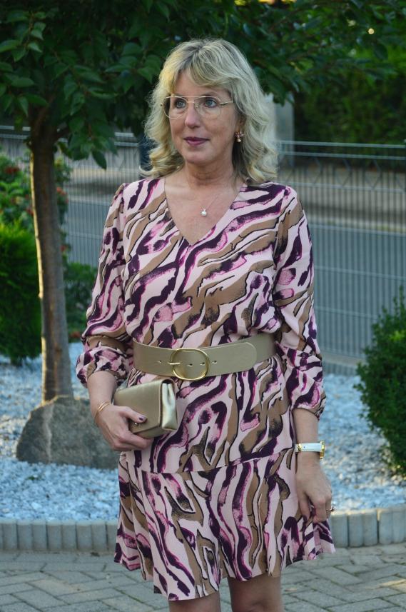 comma Kleid mit über 40 tragen