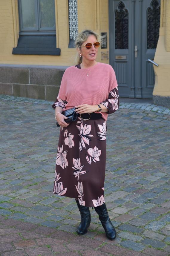 Pullunder über Kleid stylen