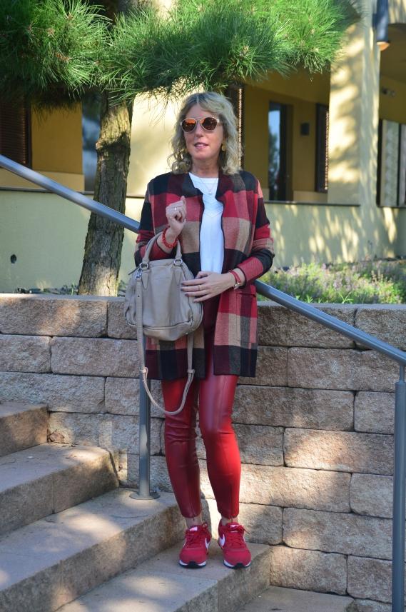 Die Mode ist für stilbewusste Frauen gemacht