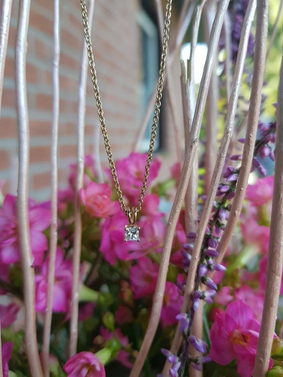 Goldene Kette mit Diamant Anhänger von Diamonds Factory